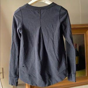 Lululemon sweatshirt size 6